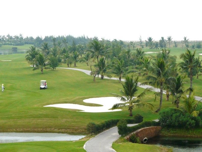 Quần thể BRG Ruby Tree Golf Resort nằm ngay sát biển với một vị trí cực kỳ đắc địa