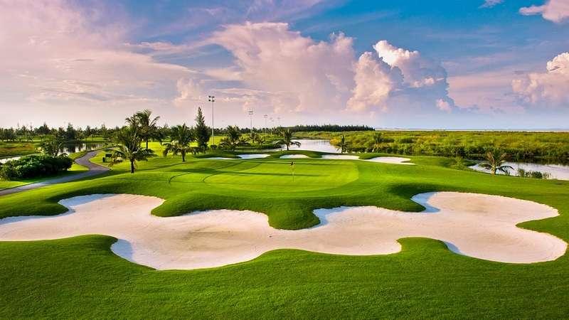 Mới đây, sân golf Đồ Sơn đã chính thức hoàn thiện và đưa vào hoạt động hệ thống đèn chơi golf đêm