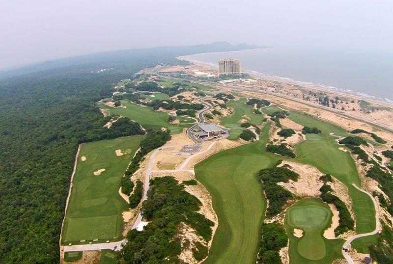Kiến trúc sân golf Hồ Tràn nhìn từ trên cao