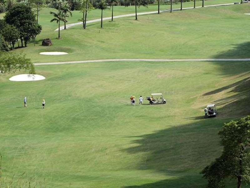 Sân golf Phượng Hoàng là một sân golf 54 lỗ tiêu chuẩn, rộng 311.7 ha