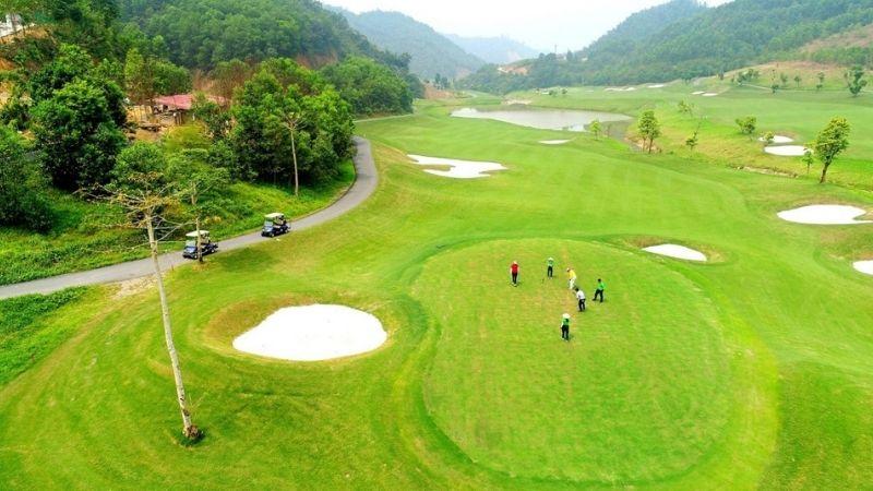 """Với địa hình đồi núi tự nhiên vô cùng thuận lợi, Hoà Bình chính là """"điểm vàng"""" để xây dựng và quy hoạch sân golf"""