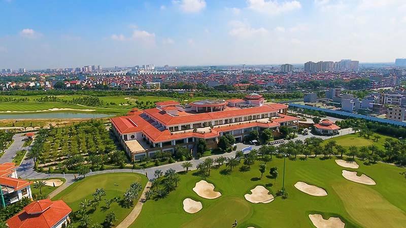 Nhà hàng rộng lớn và sang trọng ở sân golf