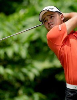 tư thế đánh golf chuẩn