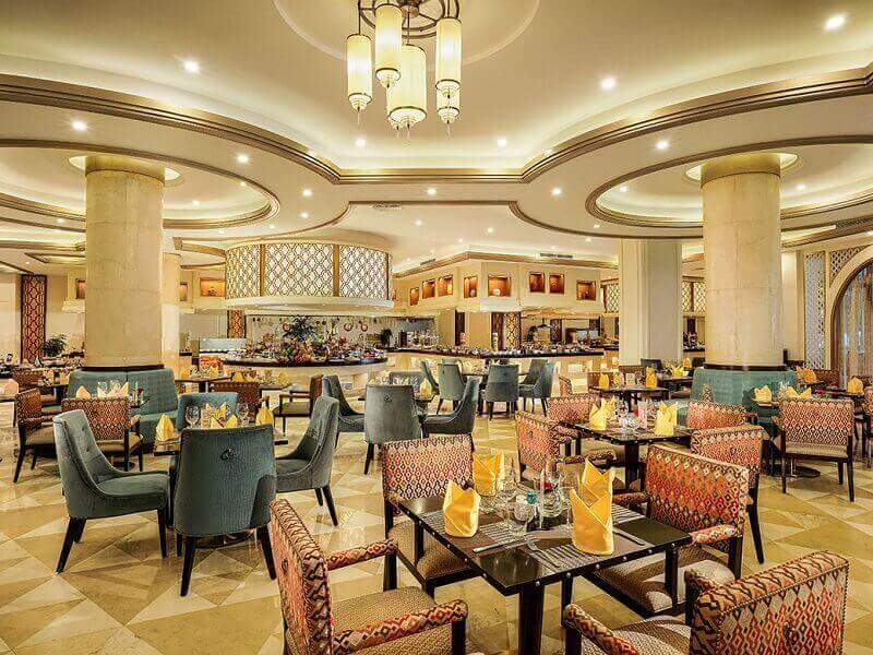 Nhà hàng sang trọng với đủ các món ăn từ thuần Việt tới phương Tây