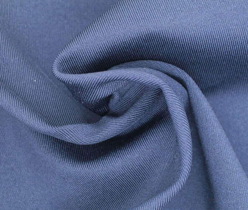 Chất liệu vải Polyester 100% có nguồn gốc từ dầu mỏ và than đá