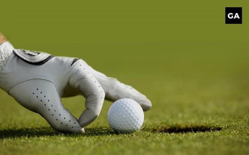 Găng tay chơi golf có thể được làm từ nhiều chất liệu khác nhau