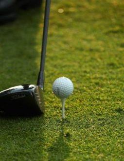 Đặt mặt gậy golf đúng chuẩn rất quan trọng
