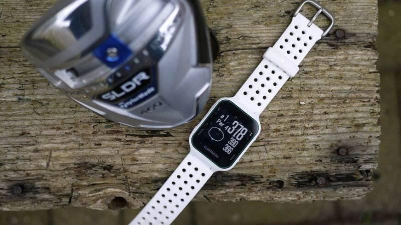 Đồng hồ cho golfer Garmin Approach S20 nổi bật với khả năng chống nước ở độ sâu lên tới 50m