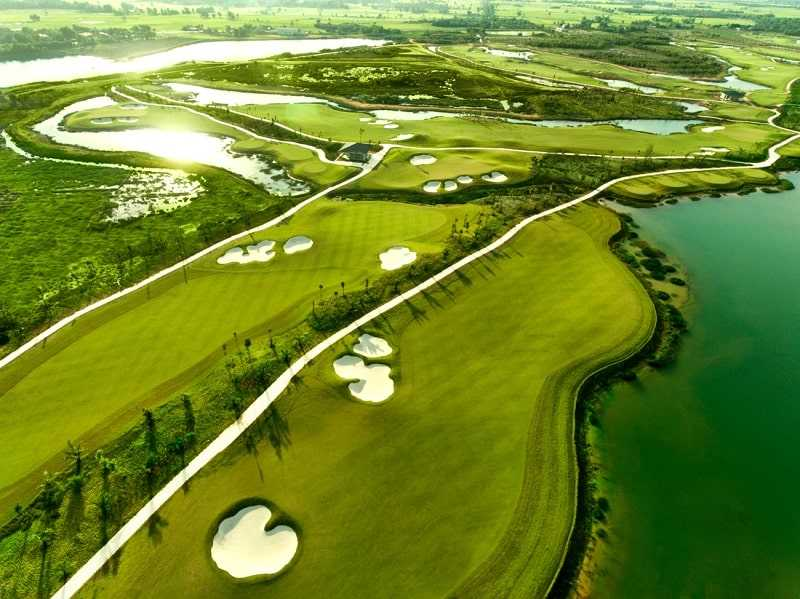 Trong luật golf không hề có một định nghĩa cụ thể nào về Fairway