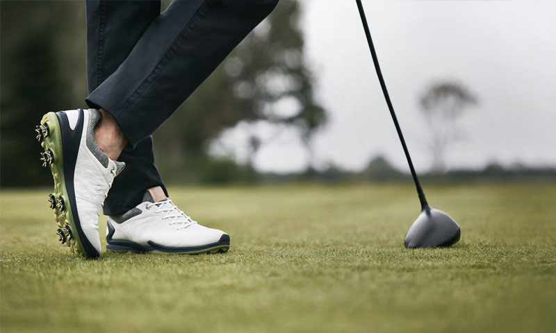 Giày golf cần thiết với mọi golfer