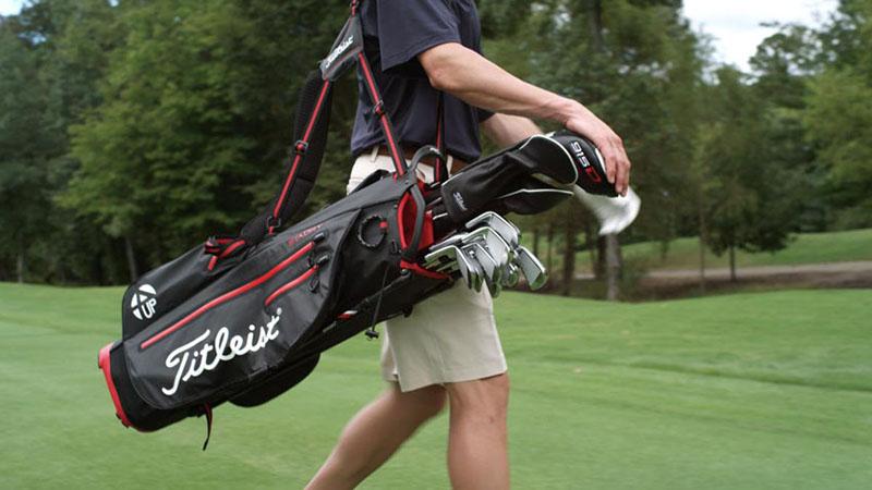 Túi đựng gậy golf là phụ kiện không thể thiếu cho golf thủ