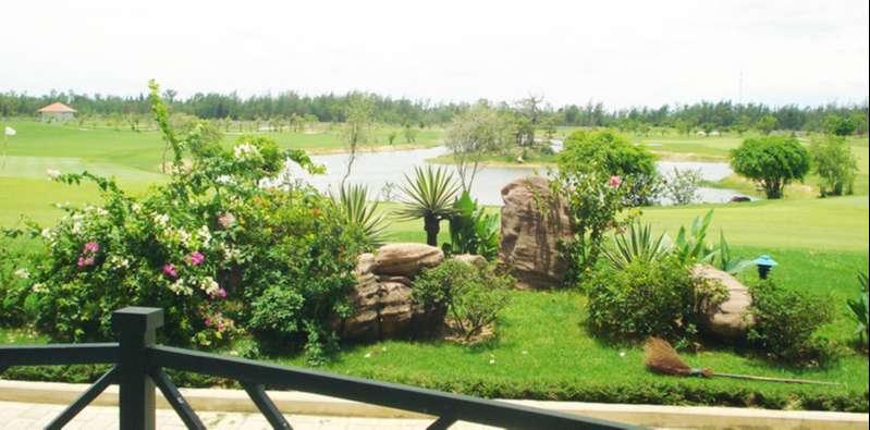 Sân golf Cửa Lò vừa được thừa hưởng cảnh quan biển đẹp mắt, vừa có hệ thống tiện ích đẳng cấp nghỉ dưỡng 5 sao