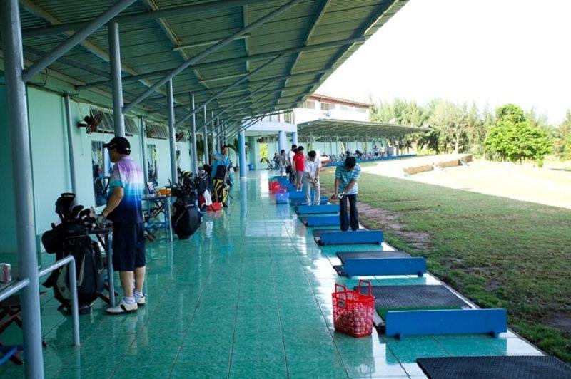 Khu sân tập golf rộng rãi, đầy đủ tiện nghi