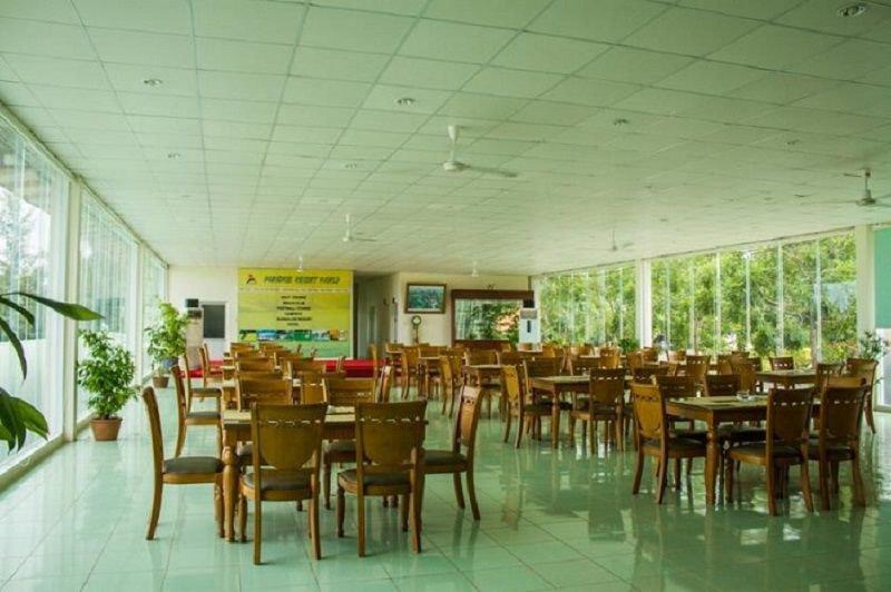 Nhà hàng lớn, với không gian mở đảm bảo phục vụ khách hàng tốt nhất