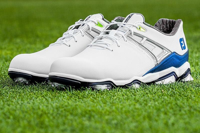 Golfer cần căn cứ vào nhiều yếu tố để lựa chọn giày golf phù hợp