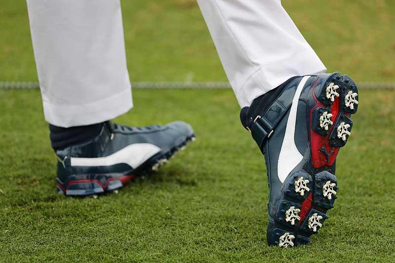 Cách bố trí những chiếc đinh trên giày golf