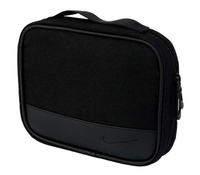 Túi golf Nike GA0258-001 được thiết kế trang trọng với gam màu đen huyền bí