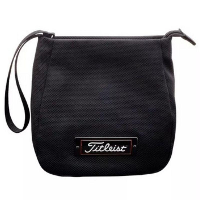 Sản phẩm túi của Titleist được thiết kế khá rộng và đẹp mắt