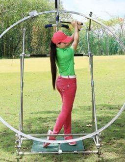 Vòng tập swing golf giúp người chơi rèn luyện để có những cú đánh đẹp mắt