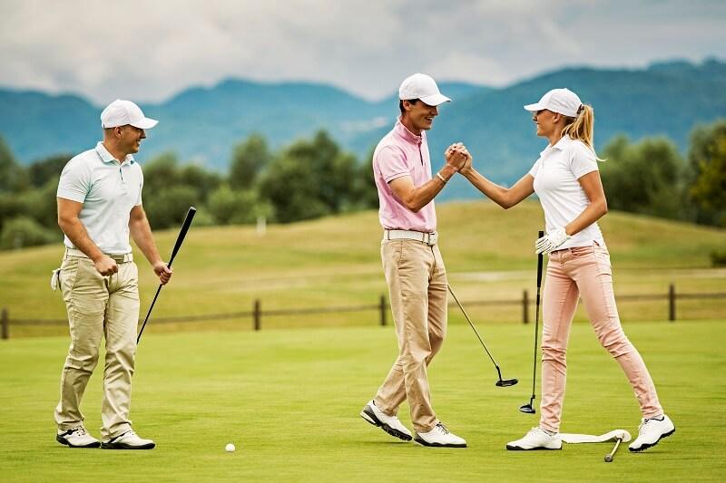 Sử dụng dụng cụ tập luyện thường xuyên golfer sẽ nâng cao trình độ đánh bóng
