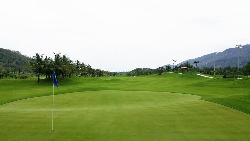 Sân golf Diamond Bay Nha Trang nằm trong quần thể khu du lịch, giải trí Diamond Bay Resort & Golf