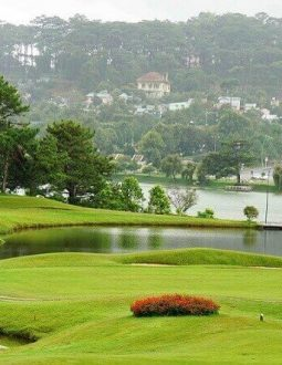 Sân golf Đà Ròn có vị trí đắc địa, thu hút nhiều golfer