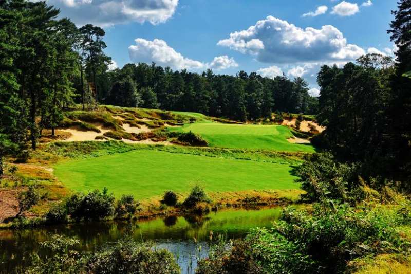 Pine Valley Golf Club được xếp là sân golf đẹp nhất trên thế giới và cũng là sân golf đẹp nhất nước Mỹ