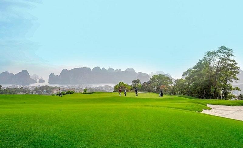 Sân Golf có vị trí thuận lợi, cạnh các địa điểm tham quan khác trong khu vực