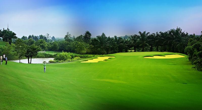 Sân golf Yên Bình nằm trên địa bàn 3 xã là: Nga My, Úc Kỳ, Điềm Thụy