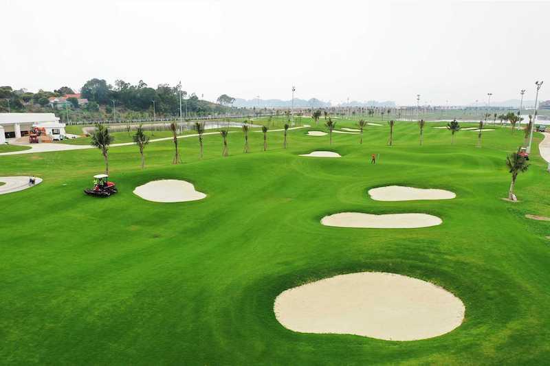 Sân golf với chất lượng tốt, từ mặt sân cho tới các thiết bị