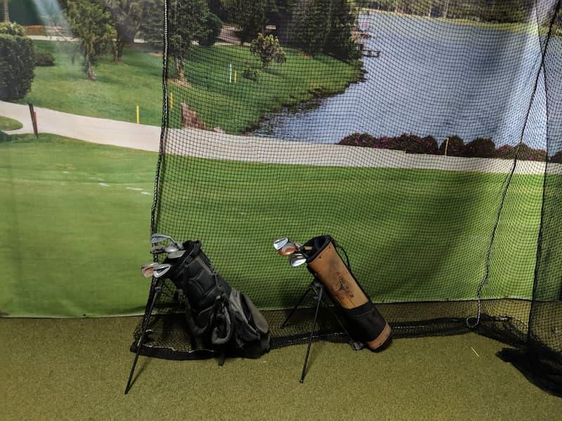 Túi đựng gậy tập golf là một trong những loại phụ kiện bán chạy nhất tại hệ thống cửa hàng của GolfGroup