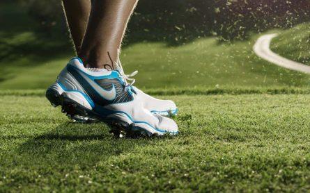 Sử dụng giày golf cũ là xu hướng được nhiều người lựa chọn
