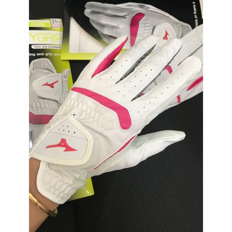 Găng tay là một trong những phụ kiện không thể thiếu trong mỗi trận đánh bóng