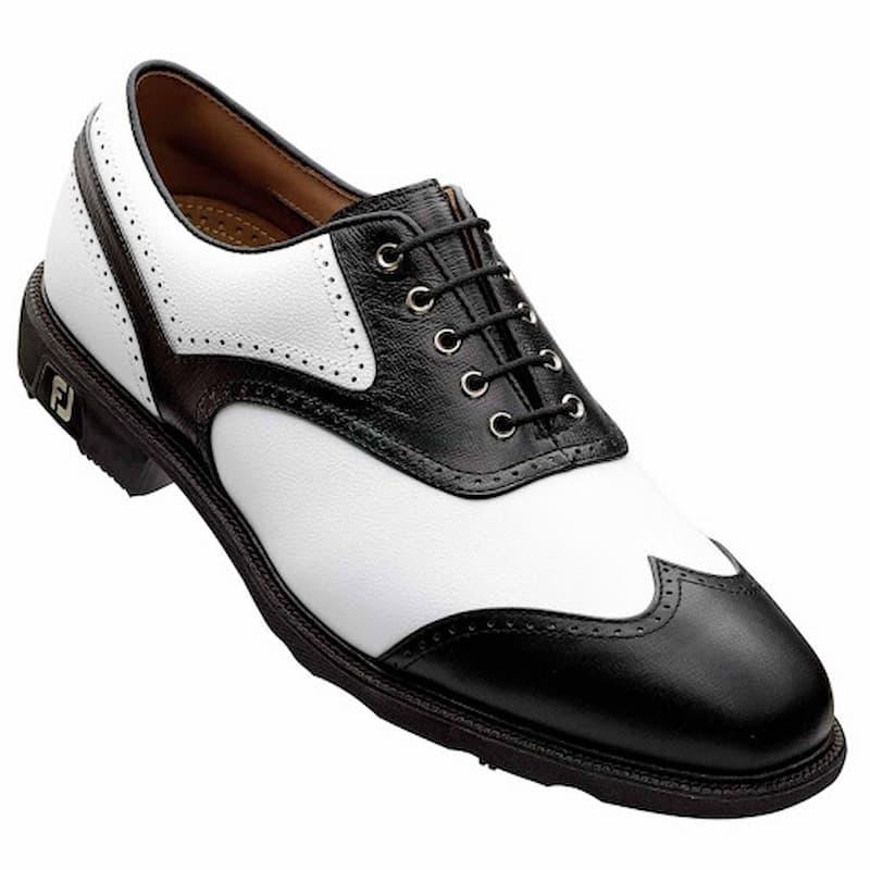 Một đôi giày golf tốt sẽ giúp người chơi thoải mái hơn trong suốt vòng đấu
