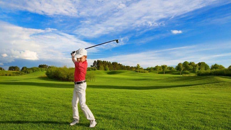 Giày golf trẻ em giúp chỉnh dáng đánh chuẩn và tạo độ vững cho tư thế đánh bóng