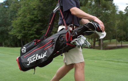 Túi đựng gậy golf cũ được nhiều golfer lựa chọn