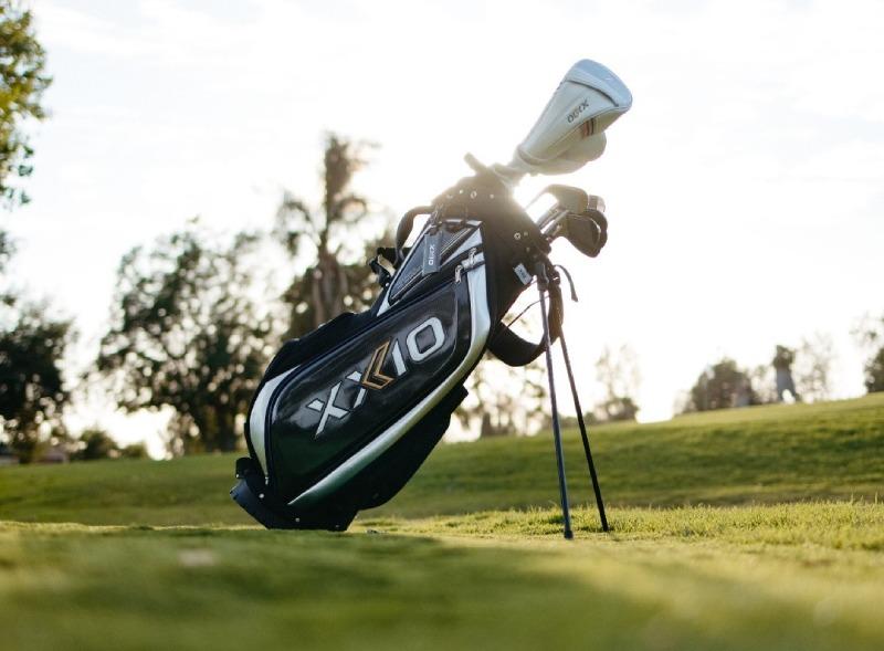 Túi đựng gậy golf XXIO Stand Bag với chân chóng tiện lợi