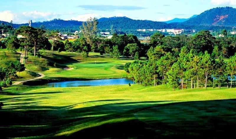 Đà Lạt Palace là sân golf lâu đời nhất Việt Nam và là sân golf đẹp nhất châu Á