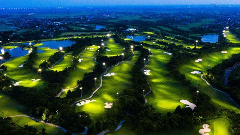 Hệ thống đèn chiếu sáng ban đêm cho golfer trải nghiệm