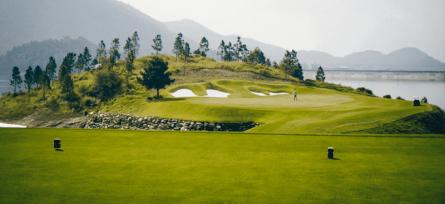 Sân golf Thanh Lanh có vị trí thuận lợi cả về cảnh quan, giao thông và yếu tố phong thuỷ